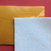 Feuille de polystyrène adhésive